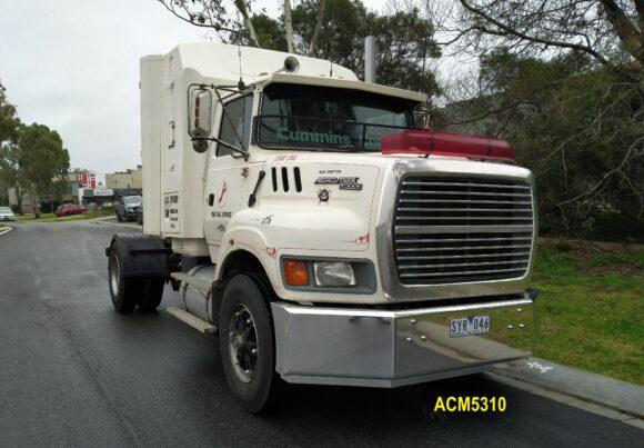 Acm5310 Ford L9000 Aeromax Bumper 07