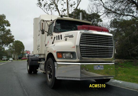 Acm5310 Ford L9000 Aeromax Bumper 08